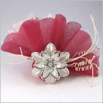 https://www.marjole.com/573-thickbox_atch/dragées-avec-fleur-serviette-dragees-bonbonnieres.jpg